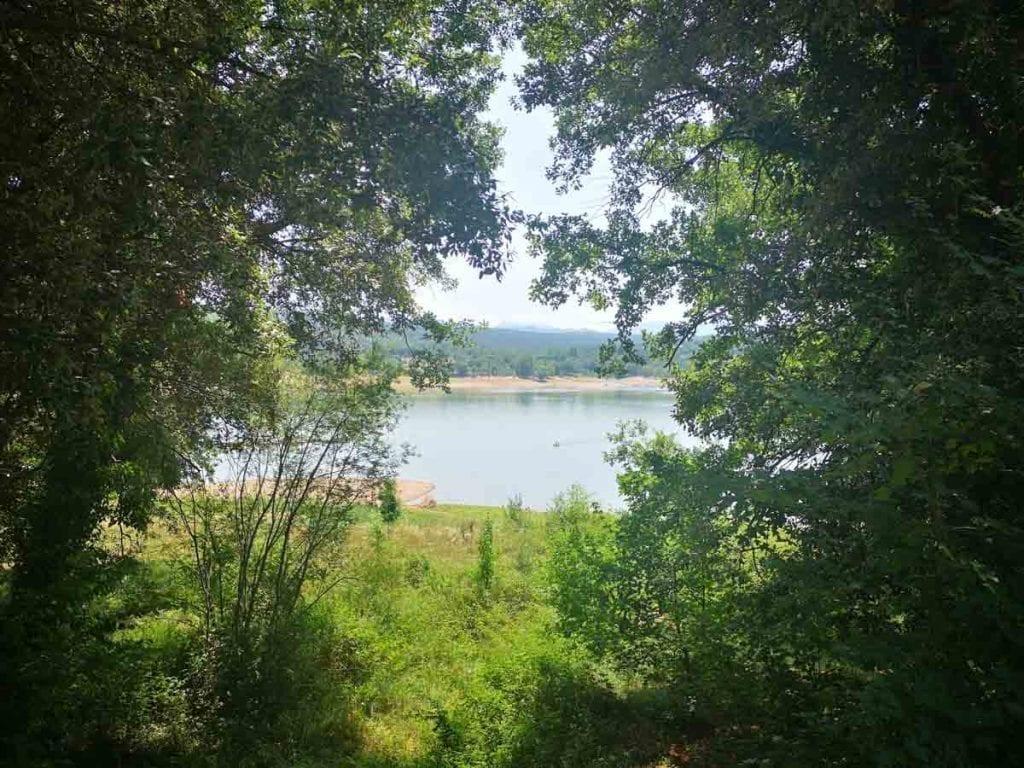 טיול יום קרוב לברצלונה – אגם Sau ופארק אתגרי