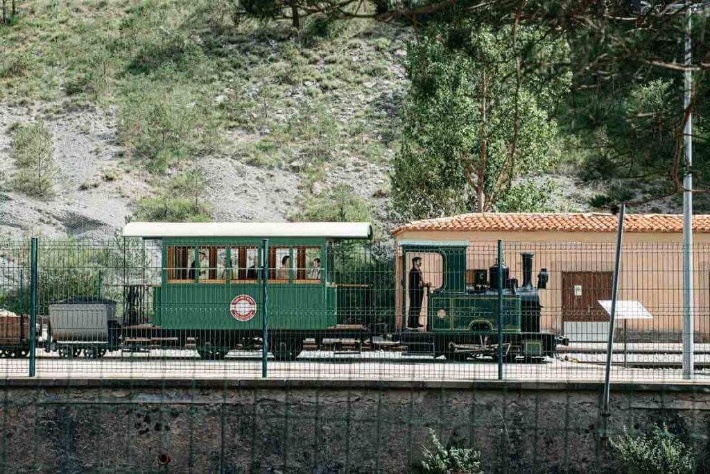 רכבות ליד מוזיאון המלט