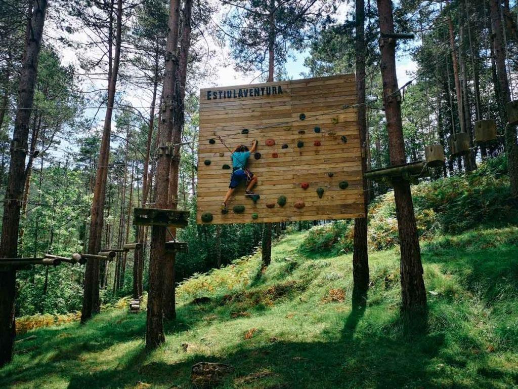 עידן בפארק חבלים ESTIULA Aventura צפון קטלוניה